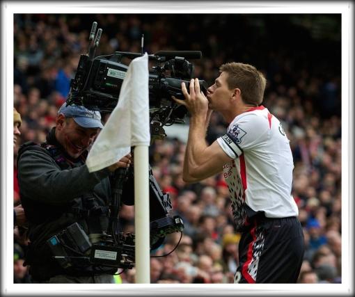 Stevie Camera Kiss